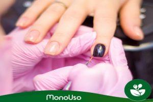 Manicure e luvas descartáveis de manicure e pedicure