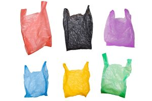 Como reciclar sacos de plástico para uso doméstico