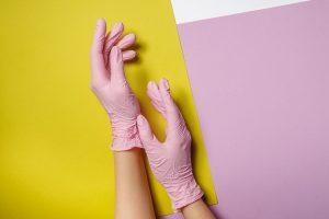 Diferenças entre luvas de látex, nitrilo e vinil