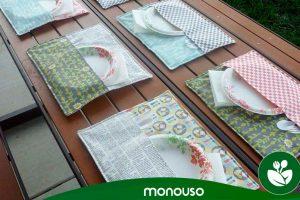 Vista a sua mesa com toalhas de mesa de terraço de hotel